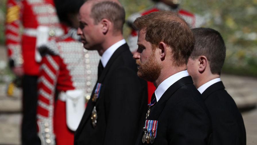 Принц Гарри с отцом и братом провели частную беседу после похорон герцога Эдинбургского