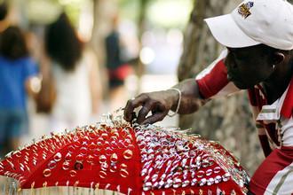 Продавец украшений из Сьерра-Леоне на улице Буэнос-Айреса, 2009 год