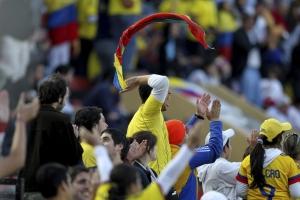 Болельщики колумбийцев радуются победе