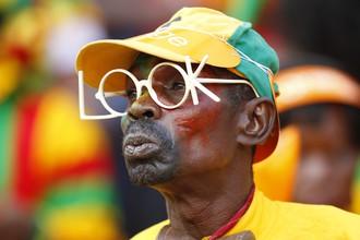 Болельщик сборной Ганы наслаждается уверенной победой любимой команды
