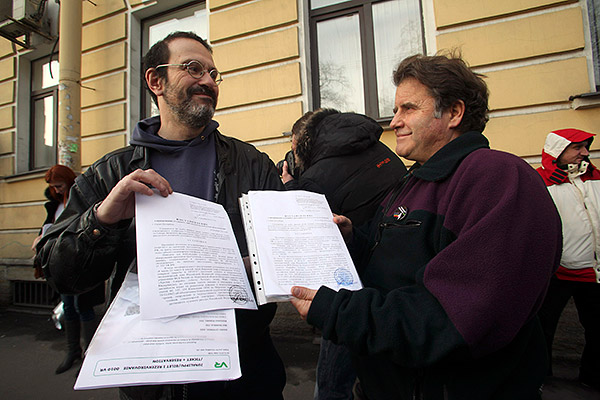 Активист Дмитрий Литвинов и капитан ледокола Arctic Sunrise Питер Уилкокс получили постановления об амнистии. Фотография: SRT/Reuters