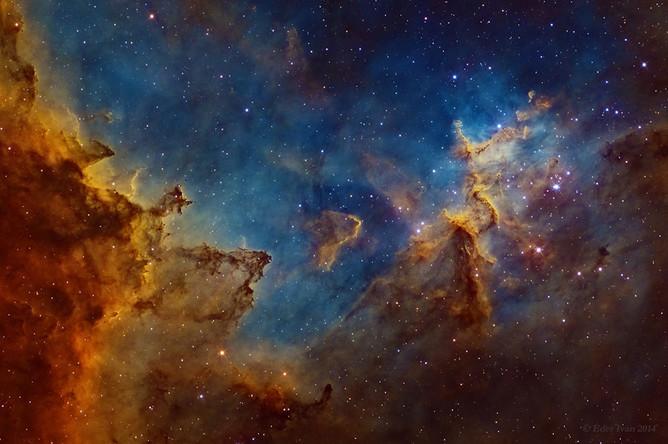 В 7,5 тыс. световых лет от Земли расположено созвездие Кассиопеи, напоминающее своими очертаниями букву W. А уже в этом созвездии имеется туманность Сердце (IC 1805). Она образована звездным ветром