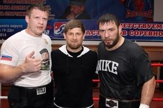 Рамзан Кадыров (в центре) и Руслан Чагаев (справа)