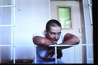 Украинская военнослужащая Надежда Савченко во время трансляции на заседании Воронежского областного суда