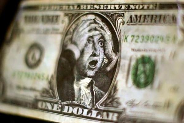 Доллар рухнет до 52,5 рубля