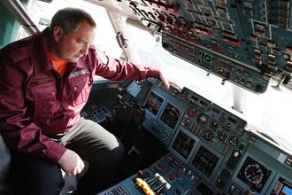 Вице-премьер России Дмитрий Рогозин на презентации самолета Ил-96-400 в Ульяновске, 2012 год
