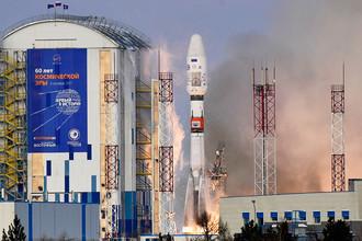 Ракета-носитель «Союз-2.1б» с разгонным блоком «Фрегат», космическим аппаратом гидрометеорологического обеспечения «Метеор-М» №2-1 и 18 малыми космическими аппаратами попутной нагрузки во время запуска со стартового комплекса космодрома Восточный