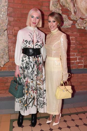 Телеведущая Ксения Собчак и певица Полина Гудиева на церемонии вручения премии GQ Super Women в Москве, 2 апреля 2021 года