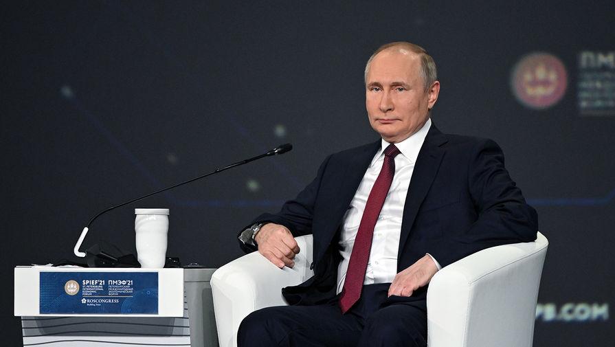 Президент России Владимир Путин на пленарном заседании в рамках XXIV Петербургского международного экономического форума, 4 июня 2021 года