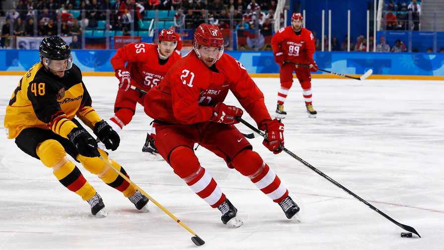 Russian athlete Sergey Kalinin (21) tries to get past Frank Hordler... 2