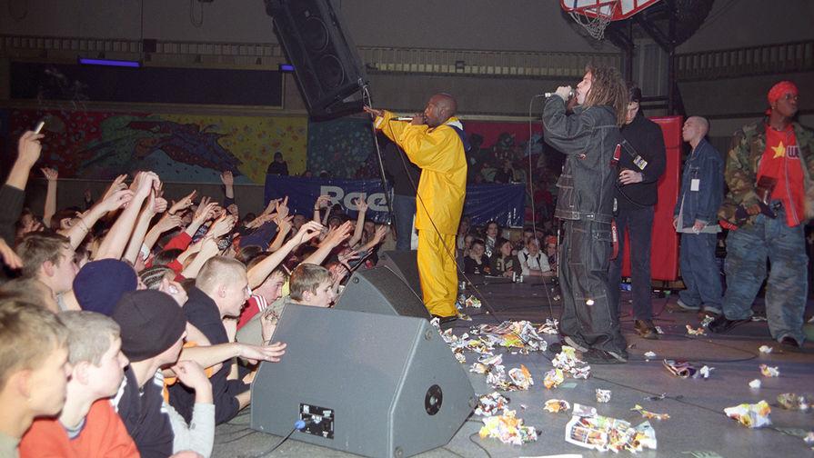 Международный фестиваль «Рэп-музыка- 2001». На сцене выступает Децл, 2001 год