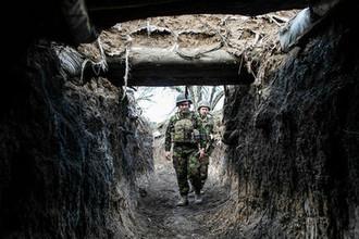 Украинские военнослужащие около Мариинки под Донецком накануне президентских выборов, март 2019 года
