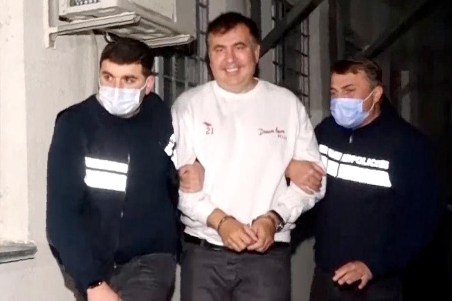 Сидящий в тюрьме Саакашвили поздравил соратников с «чудом в Тбилиси» - Газета.Ru