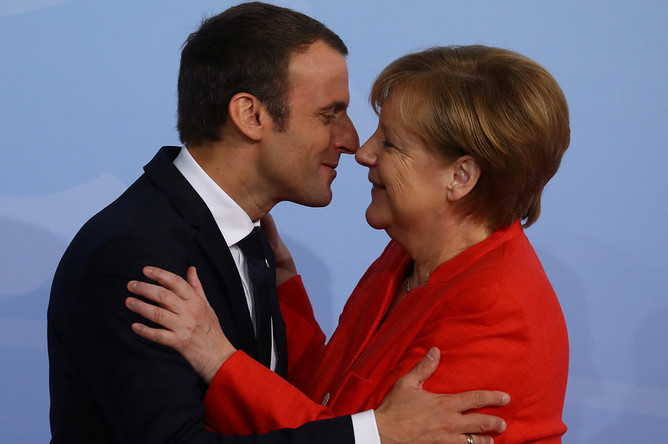 Президент Франции Эммануэль Макрон и канцлер Германии Ангела Меркель на саммите G20 в Гамбурге, 2017 год