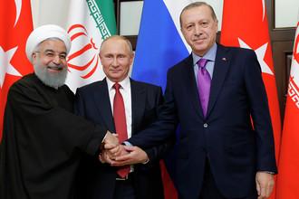 Президент Ирана Хасан Рoухани, президент России Владимир Путин и президент Турции Реджеп Тайип Эрдоган (слева направо) во время встречи, 22 ноября 2017 года