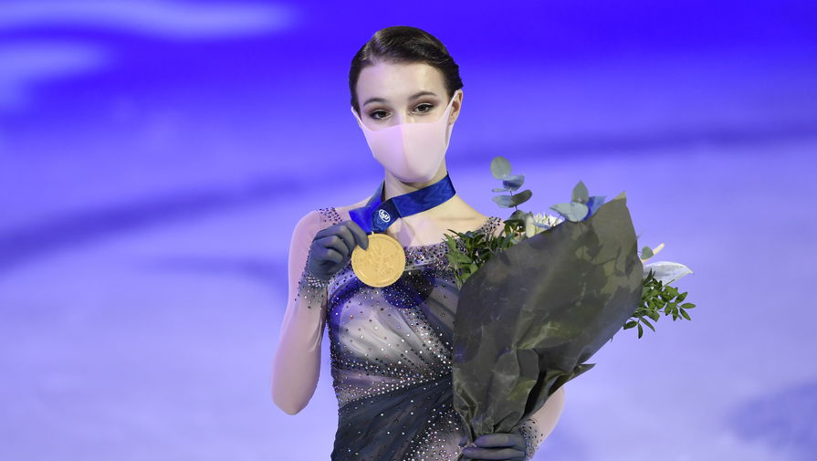 Анна Щербакова на церемонии награждения чемпионата мира в Стокгольме