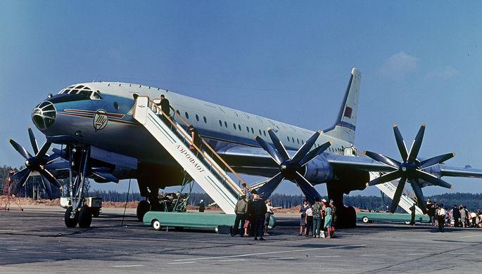 Советский пассажирский самолет Ту-114