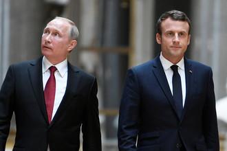 Президент России Владимир Путин и президент Франции Эммануэль Макрон перед пресс-конференцией в Версале, 29 мая 2017 года