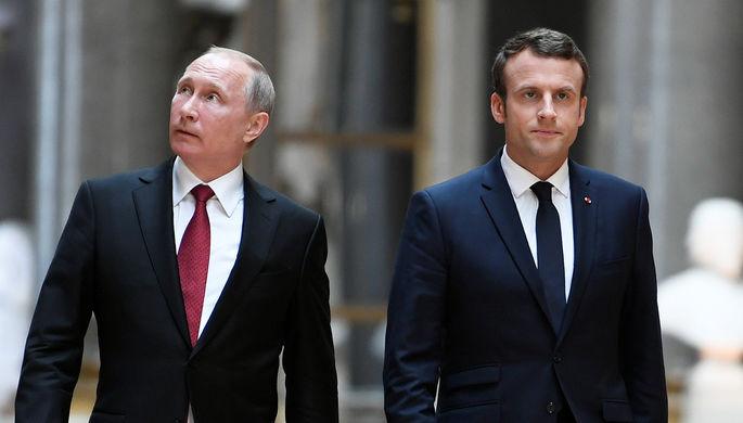 Президент России Владимир Путин и президент Франции Эммануэль Макрон перед пресс-конференцией в...