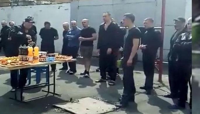 «От братвы лагеря»»: пир в колонии проверит прокуратура