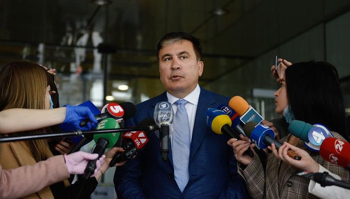 Михаил Саакашвили перед началом встречи с депутатами фракции «Слуга народа» в Киеве, 24 апреля 2020 года