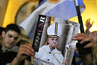 Новый папа римский отказался от лимузина и сам оплатил счет в ресторане