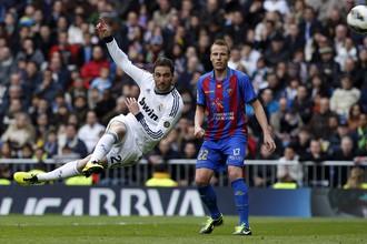 Гонсало Игуаин в матче с «Леванте» забил красивый мяч