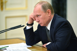 Президент России Владимир Путин в Кремле на совещании с правительством РФ по вопросу обеспечения устойчивого роста экономики