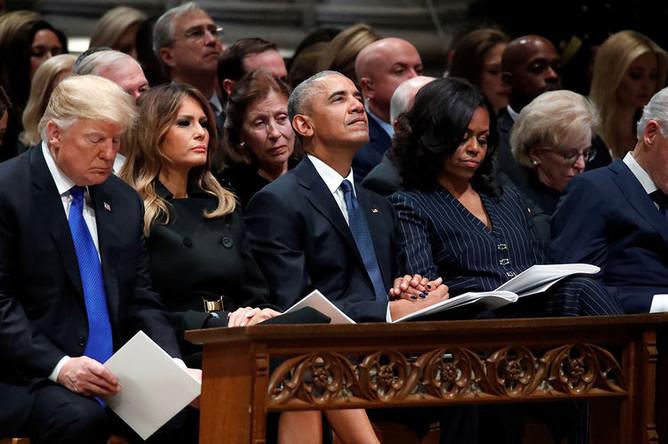 Президент США Дональд Трамп, первая леди Меланья Трамп, экс-президент США Барак Обама с женой Мишель Обамой и бывший президент США Билл Клинтон на церемонии прощания с 41-м президентом США, Джорджем Бушем-старшим, 5 декабря 2018 года