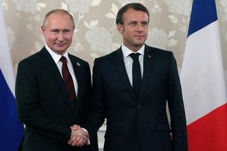 Президент России Владимир Путин и президент Франции Эмманюэль Макрон во время встречи на полях саммита G20 в Осаке, 28 июня 2019 года