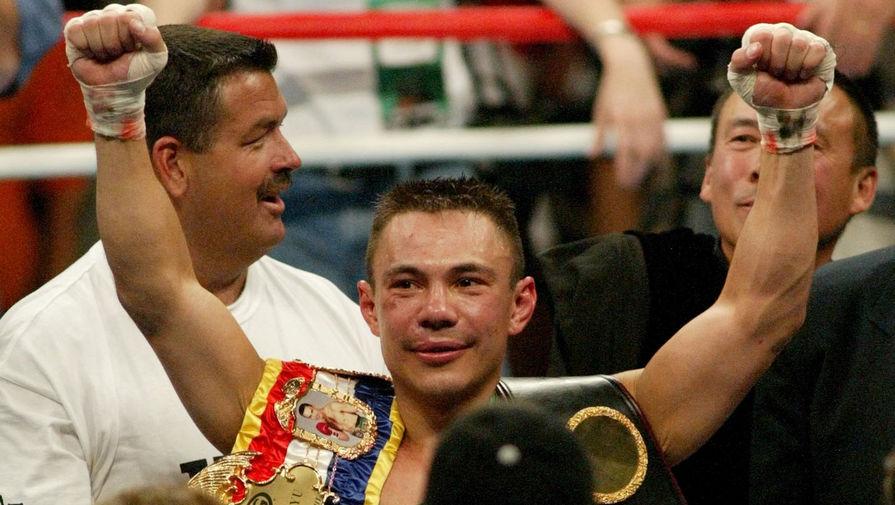 Костя Цзю празднует победу в поединке с Беном Таки в Лас-Вегасе, 2002 год