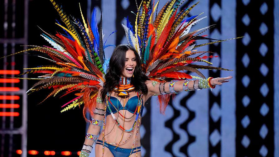 eb9f43abdb952 Бразильская супермодель Адриана Лима официально попрощалась с поклонниками  шоу Victoria's Secret: теперь она больше не «ангел», а самая обычная модель  с ...