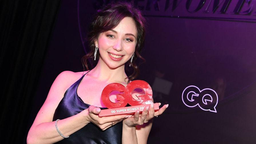 Фигуристка Елизавета Туктамышева, получившая премию GQ Super Women в номинации «Спорт», на церемонии награждения в Москве, 2 апреля 2021 года
