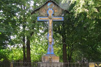 Копия креста-памятника на месте убийства князя Сергея Александровича. Новоспасский монастырь, Москва