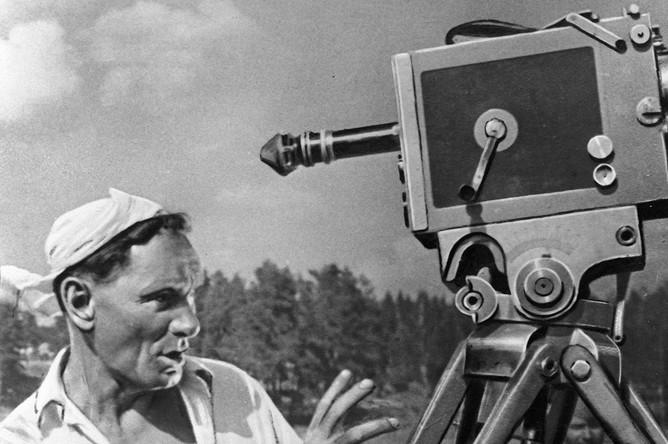 Кинорежиссер Всеволод Пудовкин во время съемки фильма «Минин и Пожарский»