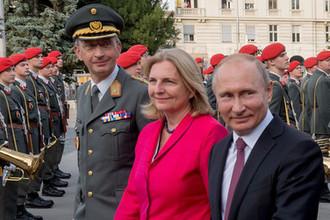 5 июня 2018 года. Президент России Владимир Путин и министр европейских, интеграционных и иностранных дел Австрии Карин Кнайсль в Вене