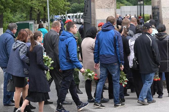 Похороны подводников, погибших на глубоководном аппарате в Баренцевом море, Серафимовское кладбище, Санкт-Петербург, 6 июля 2019 года