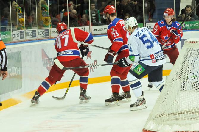 Лидер ЦСКА Александр Радулов помогал партнерам при обороне своих ворот