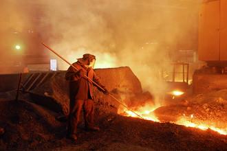Литейный двор доменной печи Челябинского металлургического комбината, который является промышленным предприятием в составе ОАО «Мечел»
