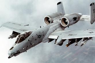 Одноместный двухдвигательный штурмовик Fairchild Republic A-10 Thunderbolt «Тандерболт II» (США)