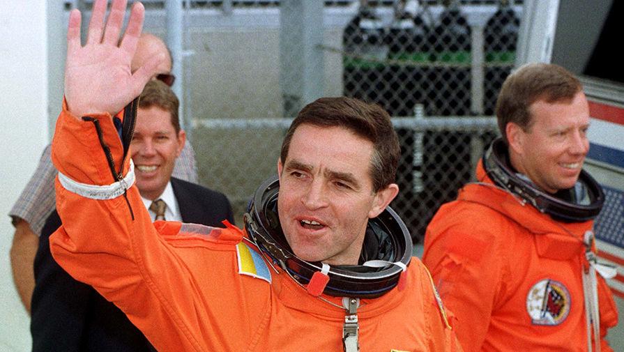 Первый космонавт независимой Украины Леонид Каденюк, совершивший космический полет на американском шаттле «Колумбия» с 19 ноября по 5 декабря 1997 года.