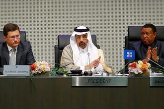 Министр энергетики России Александр Новак, министр энергетики Саудовской Аравии Халид аль-Фалех и генеральный секретарь ОПЕК Мохаммед Баркиндо, 25 мая 2017 года