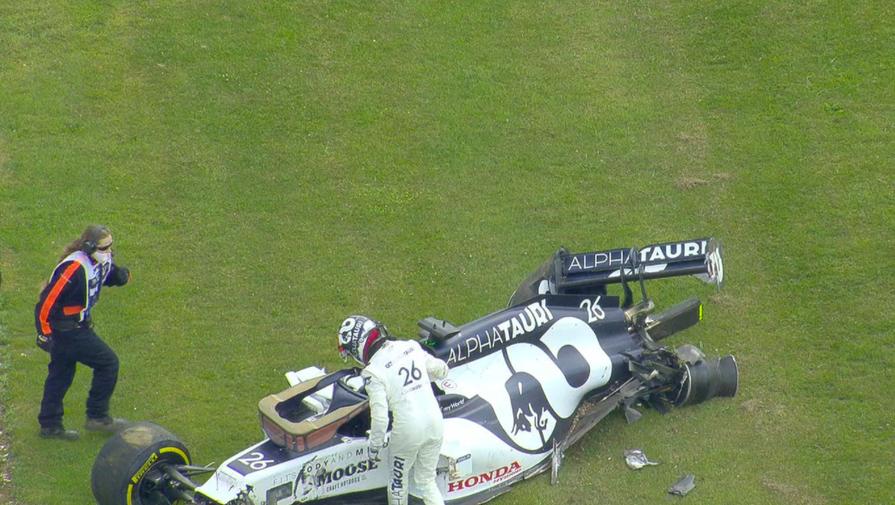 Даниил Квят после аварии на Гран-при Великобритании «Формулы-1»