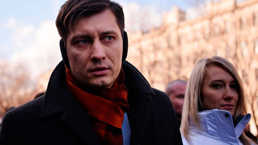 Политик Дмитрий Гудков во время марша памяти, посвященного годовщине гибели Бориса Немцова