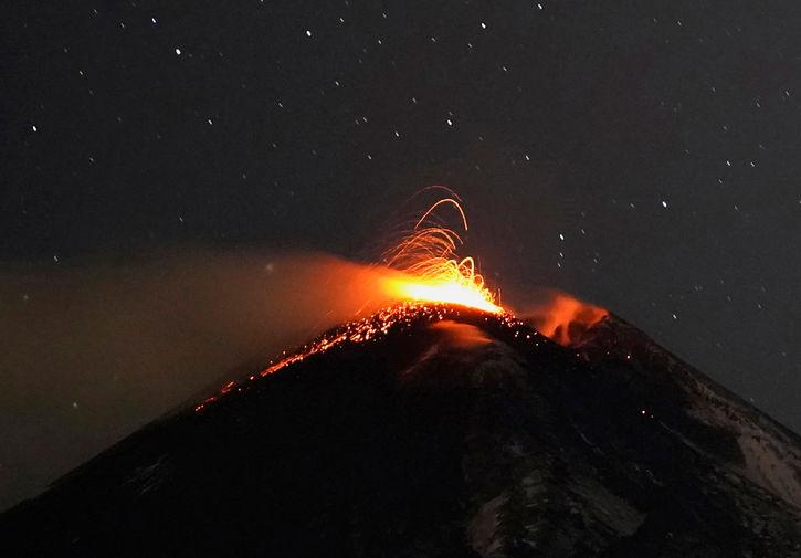 Извержение вулкана Этна на Сицилии, 15 февраля 2021 года
