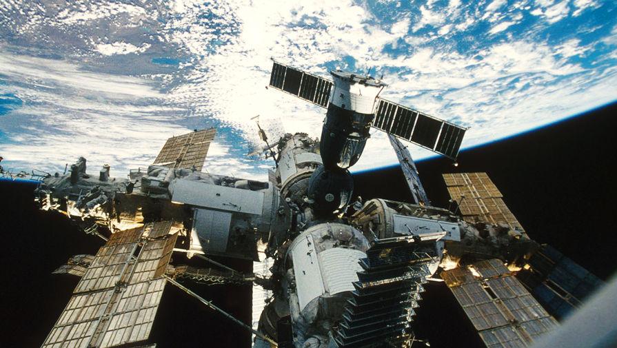 Орбитальная станция «Мир», 1998 год.