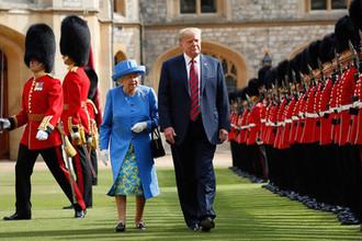 Почетный караул около Виндзорского замка во время встречи королевы Великобритании Елизаветы II и президента США Дональда Трампа, 13 июля 2018 года