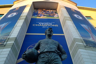 Статуя легендарного нападающего «Челси» Питера Осгуда у стадиона «Стэмфорд Бридж»