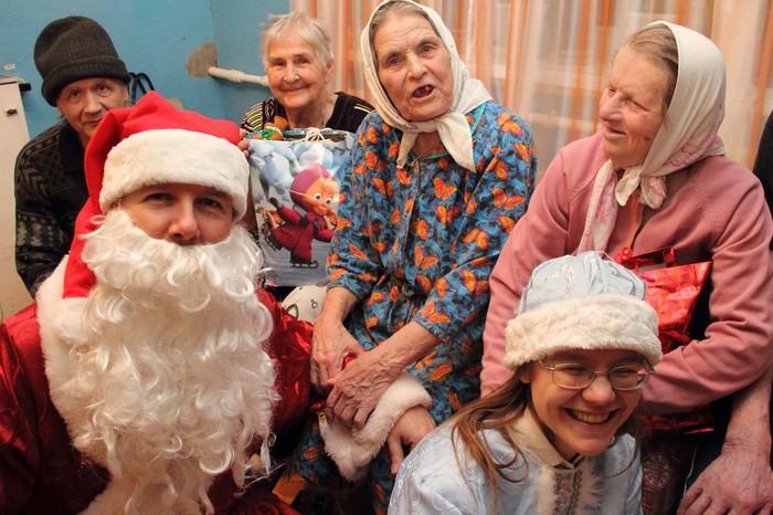 Репортаж «Газеты.Ru» из поездки по домам престарелых с волонтерами фонда  «Старость в радость» - Газета.Ru