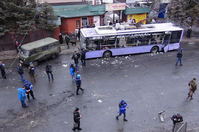 На месте обстрела троллейбуса и остановки общественного транспорта «Завод Боссе» в Ленинском районе Донецка